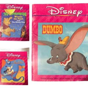 BOGO Free🌻lot of Disney books collectibles